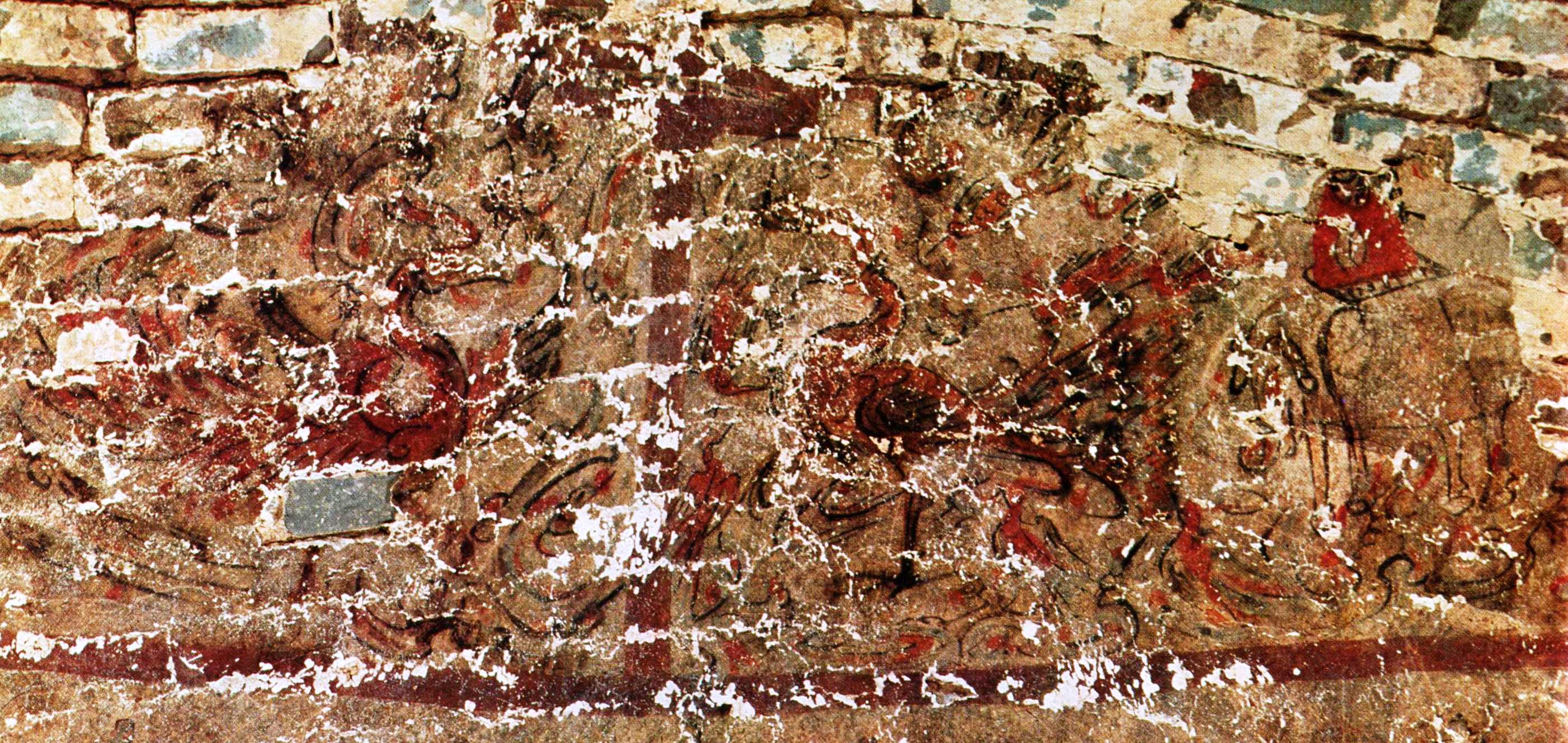 Claims of Buddhist Relics in the Eastern Han Tomb Murals at