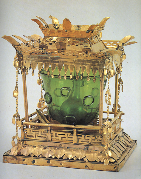 17 Reliquary set discovered at Songnim-sa. Unified Silla, 7th–8th century. Gilt bronze, glass; height of outermost container: 14.2 cm. After Gukrip Jungang Bakmulgwan, ed., Bulsari jangeom (Seoul: Gukrip Jungang Bakmulgwan, 1991), 27