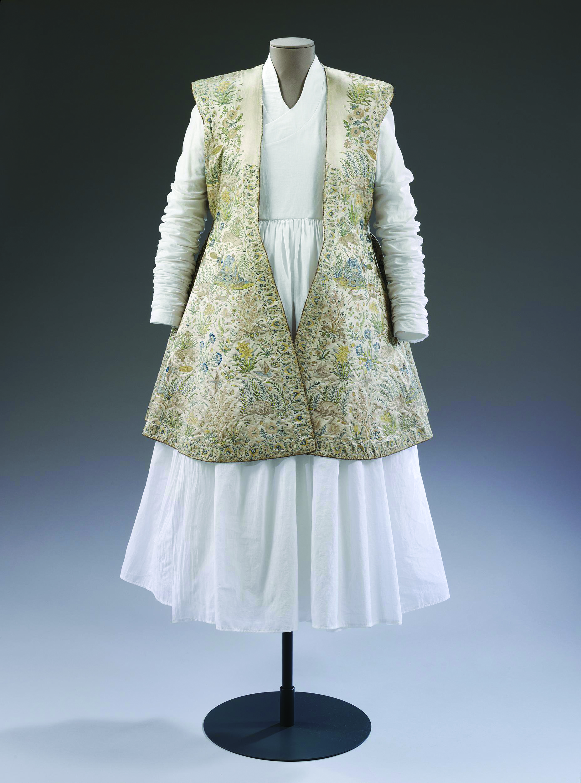 The Emperor's Humbler Clothes: Textures Of Courtly Dress