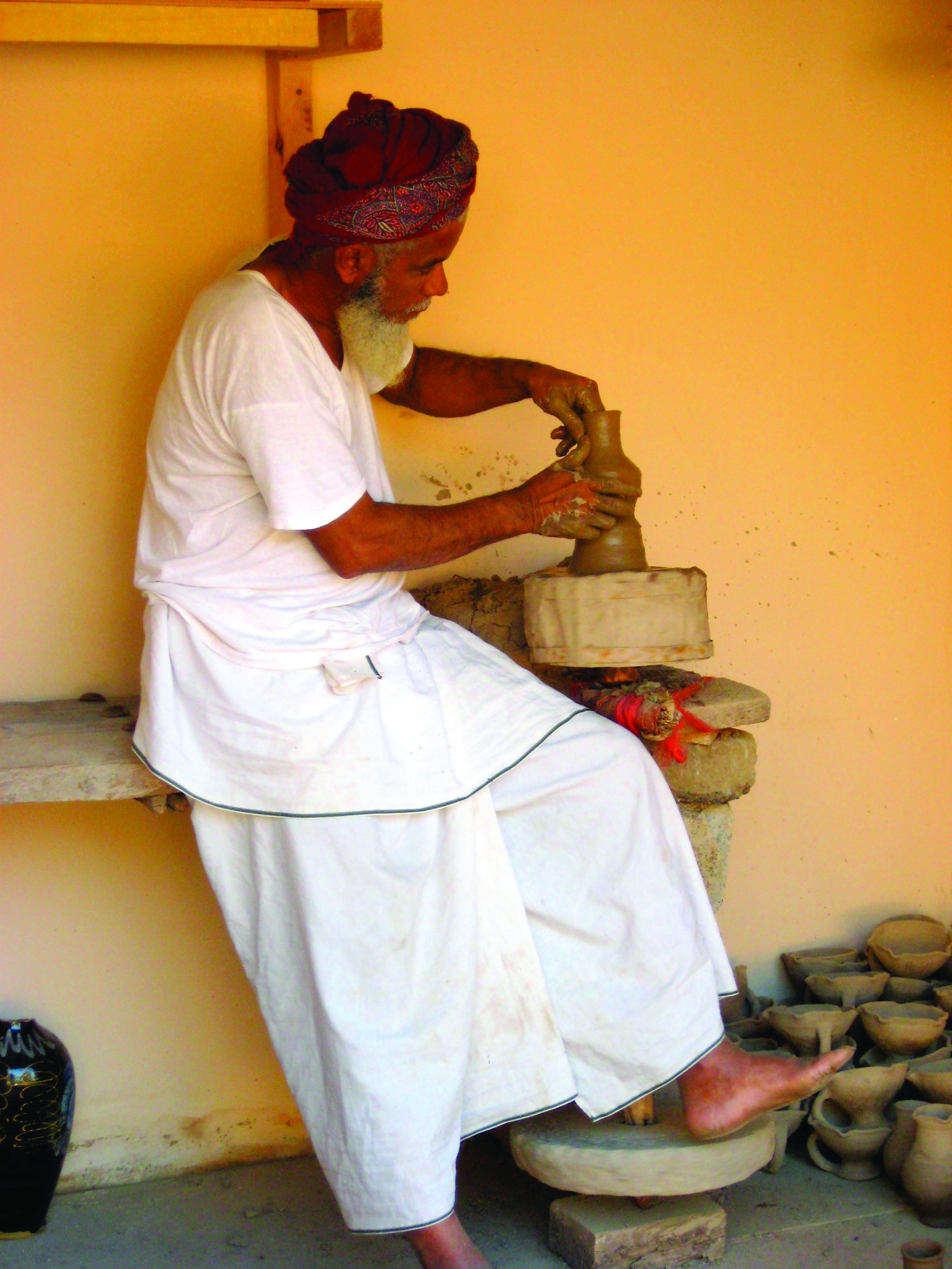 Figure 6. A potter in Muscat wearing a plain T-shirt and wizar,