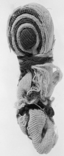 Fig. 7. Swaddled doll-figurine, 8 × 3 cm. KM 26413.