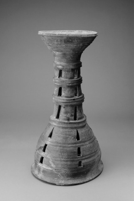 Hourglass-shaped tall ceremonial stand, 5th-6th century. Stoneware, 45.3 ×  25 cm. Gift of Bruce and Inta Hasenkamp and Museum purchase made possible by Elder and Mrs. Sang-Yong Nam, 2004/1.178