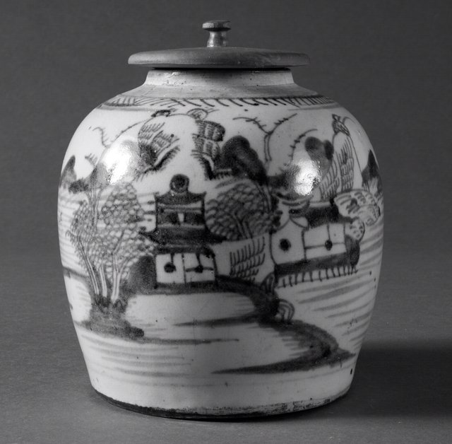 Japan. Blue and white storage jar, 19th century. Porcelain with blue underglaze painting, 21.6 x 18.4 x 18.4 cm. Gift of Ellen and Richard Laing, 2006/2.58A&B