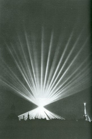 Fig. 5::  Albert Speer: Dome of Light, 1936 / Dawn Ades, Tim Benton, David Elliot, Iain Boyd Whyte, Kunst und Macht im Europa der Diktatoren 1930 bis 1945 (Oktagon Verlag 1996), p. 280.