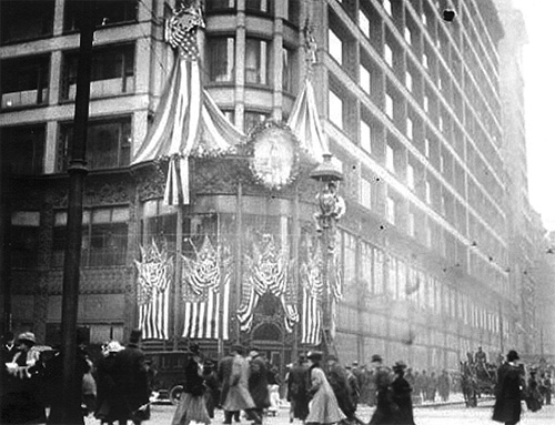 Figure 2.: The Carson, Pirie, Scott department store in Chicago decorated for Lincoln's centennial, February 1909. Chicago Daily News, December 31, 1908.