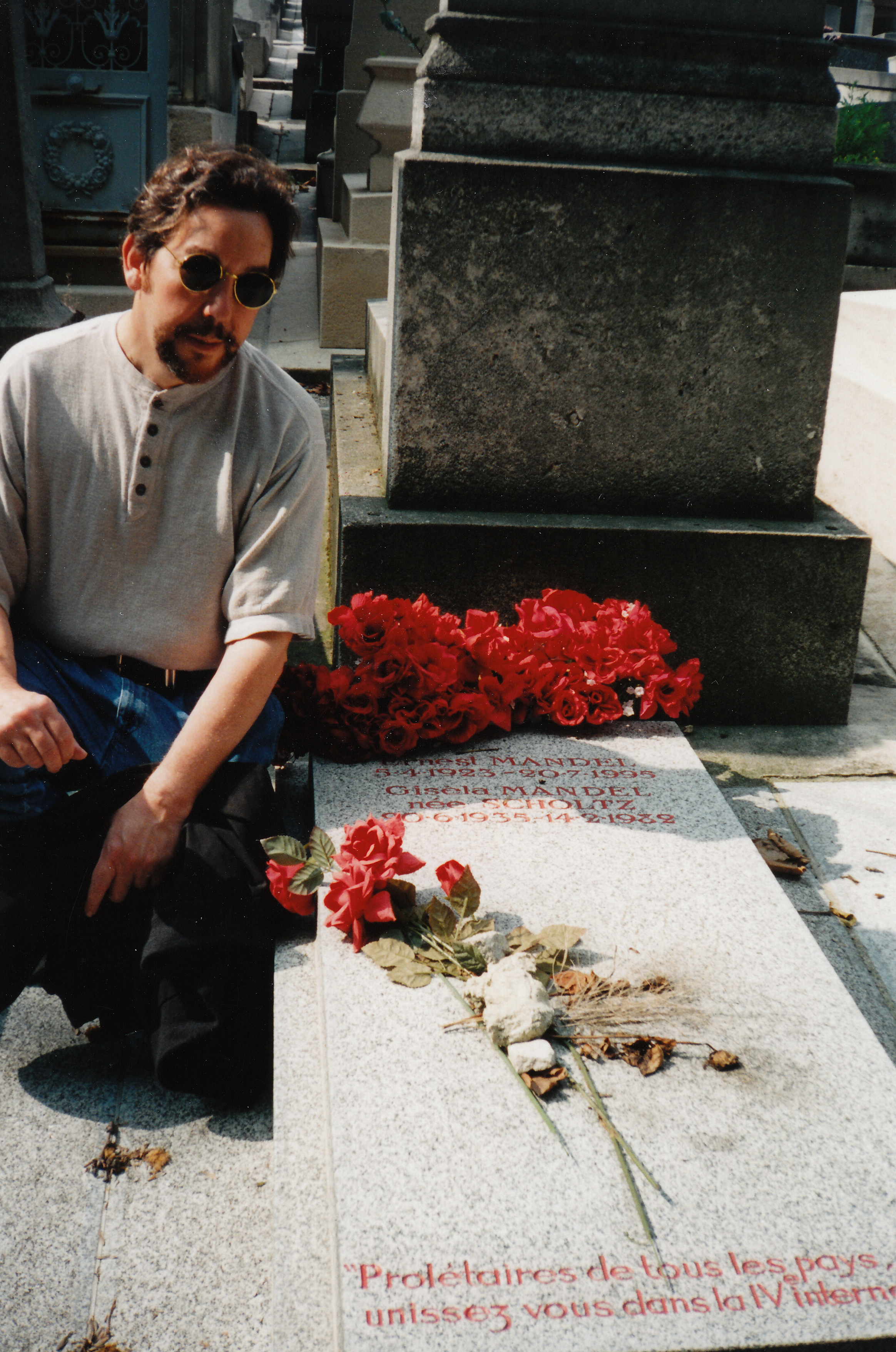 Figure 20.8. Alan at the grave of Ernest Mandel, Pere-Lachaise Cemetery, Paris, July 1997. Credit: Personal collection of Alan M. Wald.