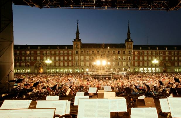 Figure 6. West-Eastern Divan Orchestral stage and audience, Madrid, August 2006. ©Tom Fecht