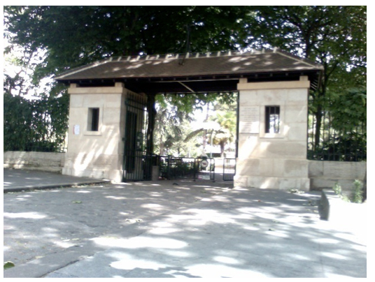 Figure 4: The sentry boxes at the main entrance of La Petite Roquette. Photo by the author.