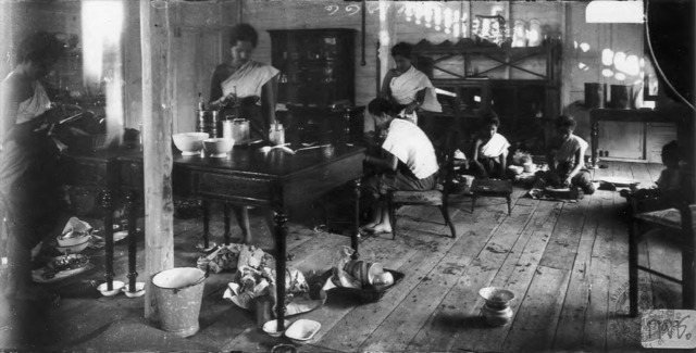 Figure 2. Kok Oh sisters working in the king's Dusit palace kitchen. Taken by Erb Bunnag (n.d.).