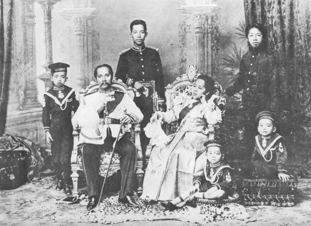 Figure 12. King Chulalongkorn and Queen Saowapha surrounded by their sons. Note Queen Saowapha's indirect gaze.