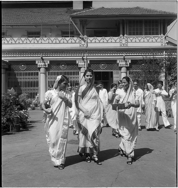 Fig. 3: A Parsi family outside the Fire Temple at Dhobi Talao, Bombay, early 1940s. Courtesy the Homai Vyarawalla Archive / Alkazi Collection of Photography