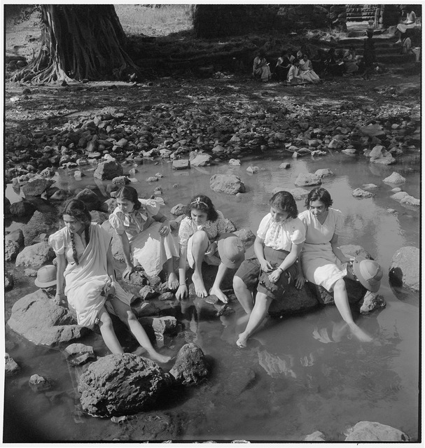 Fig. 16: Students of the J.J School of Arts at a picnic, Bombay, 1937. This is one of Homai Vyarawalla's earliest images published in the Bombay Chronicle. Courtesy the Homai Vyarawalla Archive / Alkazi Collection of Photography