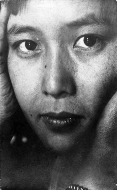 Fig.1: Consuelo Kanaga (American, 1894–1978). Eiko Yamazawa, mid-late 1920s. Toned gelatin silver photograph with graphite, 7 1/4 x 4 1/2 in. (18.4 x 11.4 cm). Brooklyn Museum, Gift of Wallace B. Putnam from the estate of Consuelo Kanaga, 82.65.299. copyright transferred to Brooklyn Museum by the Estate of Wallace Putnam.