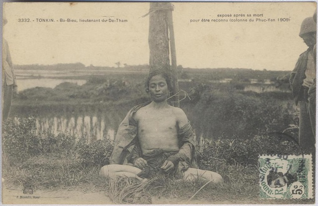 "Figure 5: series number 3332 (horizontal variation), Ba-Bieu, lieutenant du Dê-Tham exposé après sa mort pour être reconnu (colonne du Phuc-Yen 1909), (""Ba-Bieu, lieutenant of  Dê-Tham, exposed after his death for recognition (column of Phuc-Yen 1909)""), image attributable to Captain Péri, postcard published by Pierre Dieulefils, Hanoi, ca. 1909, addressed to a man, message dated January 20, 1921 (no postmark)."