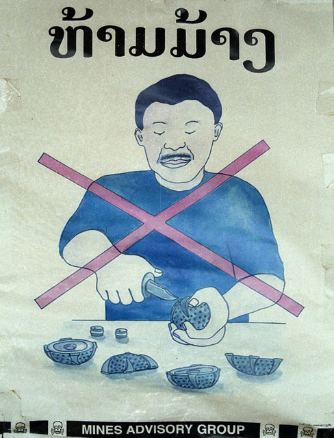 Fig. 1.3: Poster warning people not to open a cluster bomb unit.