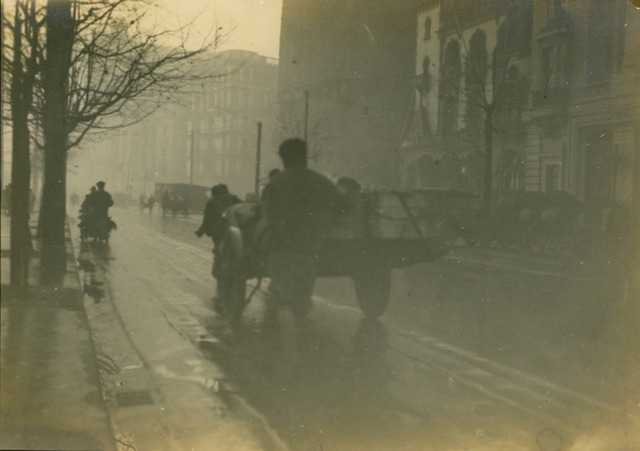 Fig. 1: Fang Wenhuai 方文槐 (active 1930s) [or Fang Wenyang 方文揚? or Fang Wenyuan 方文源?], Untitled [Rainy Evening in Shanghai], ca. early 1930s. Gelatin silver print. Private Collection.