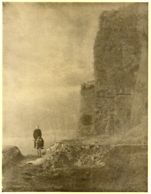 Fig. 18: Hu Boxiang 胡伯	翔, Returning at Dusk 石城晚歸, ca. 1930. From Zhonghua sheying zazhi, No. 3 (August 1932), 98. Gelatin silver or gum-bichromate print.