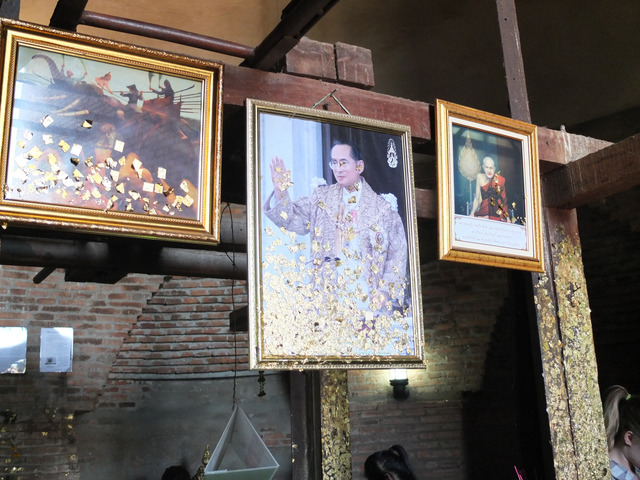 Fig. 2: Photograph by the author, Photograph of King Bhumibon (Rama IV) Treated with Gold Leaf, Wat Mahathat, Ayutthaya, 2012.