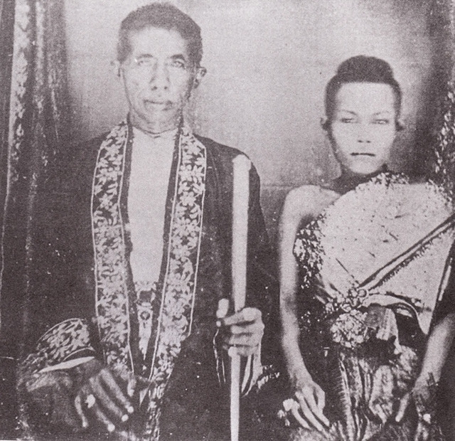 Fig. 3: Monsignor Jean-Baptiste Pallegoix, King Mongkut (Rama IV) and Queen Debsirin. Daguerreotype sent to President Franklin Pierce in 1856. Smithsonian Institution, National Anthropological Archives Division.