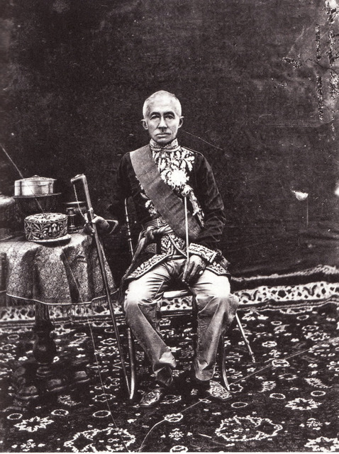 Fig. 4: John Thomson, King Mongkut (Rama IV) Attired in the Uniform of a French Field Marshal, modern albumen print from wet-collodion negative, 1866, 2.5 x 2 cm. National Library of Scotland/Welcome Institute for the History of Medicine.