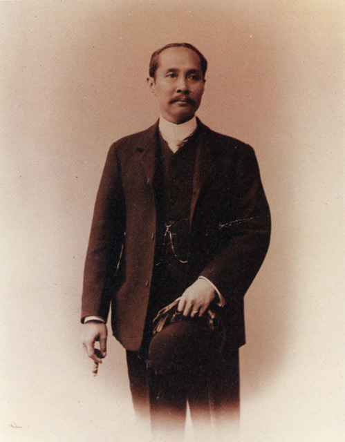 Fig. 6: Photographer unknown, King Chulalongkorn in Studio at Montebone, Florence, 1907.