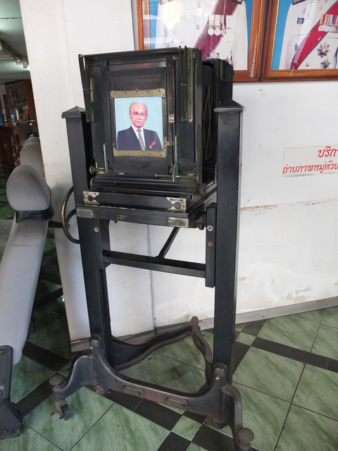 Fig. 13: Photograph by the author, Display of Old Photographic Apparatus, Chaya Jittakorn Photographic Studio, Bangkok, 2012.