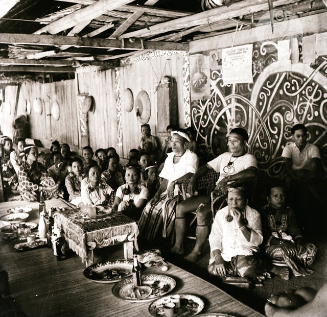 Figure 10: 'Bungan' religious ceremony in Long Tejoi. Seated on the chair, on the left: Penghulu Baland Lejau. On the right: Tua Kampung Jalayan, former Sergeant in the British army. Long Tejoi, 1956. Photograph from the archive of the Sarawak Museum.