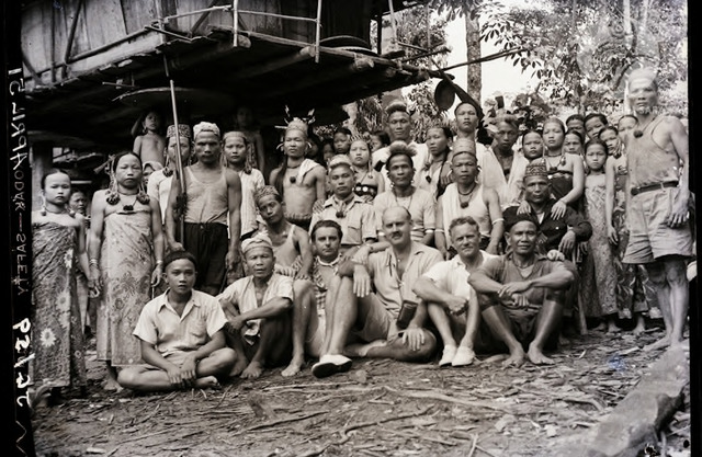 Figure 18: Group picture: Long Buroi villagers and government officials on the way to the Usun Apau. In front, 3rd from left: Tom Harrisson. Lg. Buroi, , Tinjar, 1951. Photograph from the archive of the Sarawak Museum.