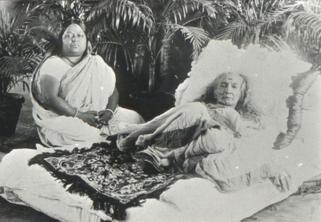 Fig. 2. Annapurna Dutta, Photograph of an old lady and a woman, 1920, bromide print (reproduced from the digital copy stored at the Urban History Documentation Archives, Centre for Studies in Social Sciences, Calcutta), courtesy the private collection of Siddhartha Ghosh.