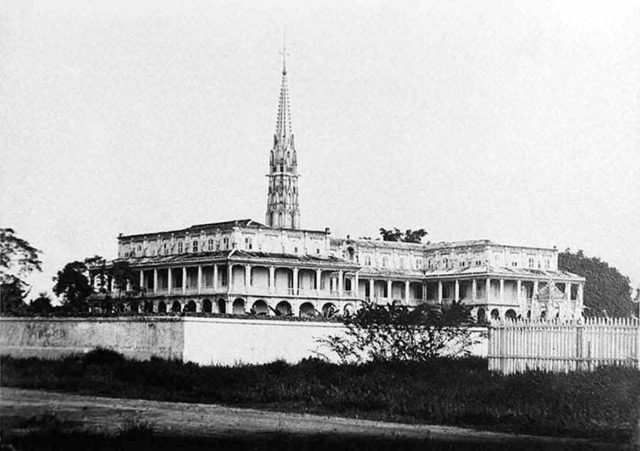 Fig. 3. The Convent of Sainte Enfance of the sisters of Saint Paul de Chartres was the first nunnery in Vietnam. Its first two sisters reached Saigon in 1860, and the building was finished in 1864 according to plans by Nguyễn Trường Tộ. The above image by Émile Gsell from 1866 was made two years later. The building subsequently was renovated at the end of the 19th century into its present form (without the bell tower). (Collection Gsell, 1866, ancient fonds du muse des colonies).