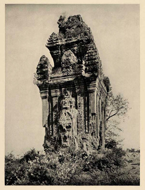 Fig. 23. Martin Hürlimann, The Copper Tower of Central Vietnam (also known as Cánh Tiên Tower) in the Ruins of the Fortress of Trà Bàn (also known as Đồ Bàn), 1926, photogravure, from a copperplate after negative or positive film.
