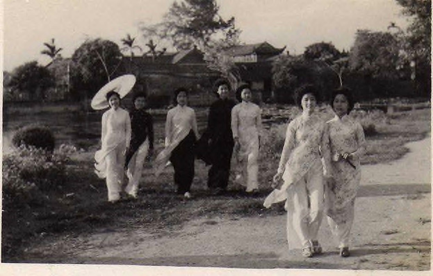 Fig. 33. Võ An Ninh, Summer Afternoon at West Lake, Hanoi, 1954. At this time, West Lake was still desolate. The young women in traditional tunics (áo dài) breeze through the summer afternoon. A stroke of elegance from Hanoi in the early 1950s. Collection of the author.