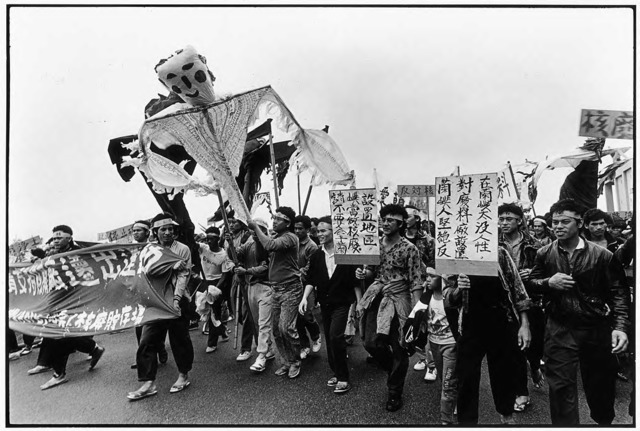 Guan Xiao-rong, The demonstration proceeds with posters and puppets that symbolize nuclear disaster, © Guan Xiao-rong, courtesy the artist.