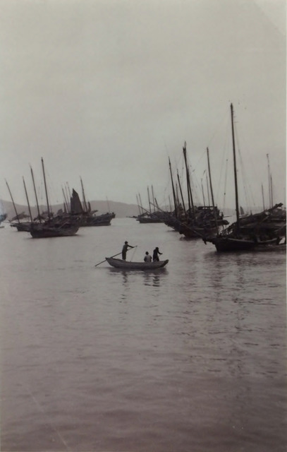 Fig. 9. Lang Jingshan, Small Ferry Boat in Hong Kong, 1949, photograph.